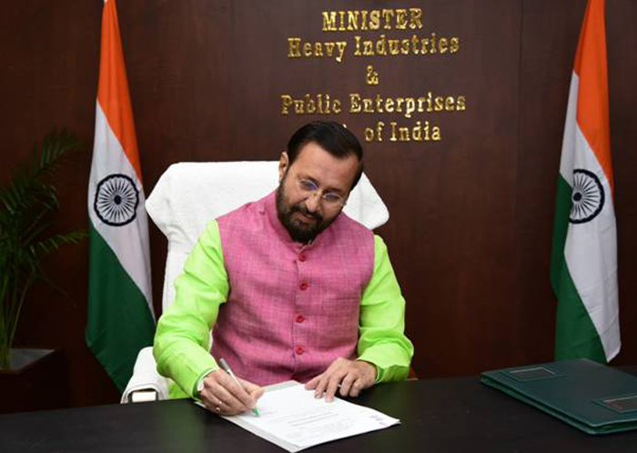 Prakash Javadekar takes responsibility as Heavy Industries and Public Enterprises Minister
